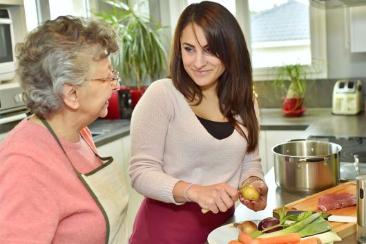 senior-care-meal-preparation
